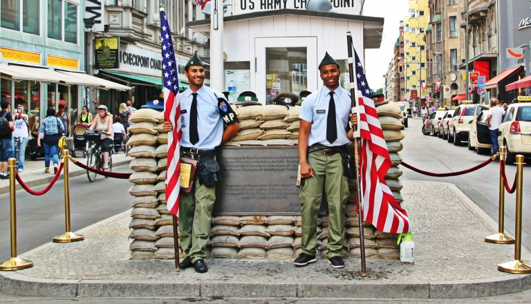 Berlin- Checkpoint Charlie
