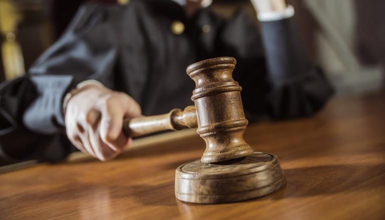 Richter spricht Urteil